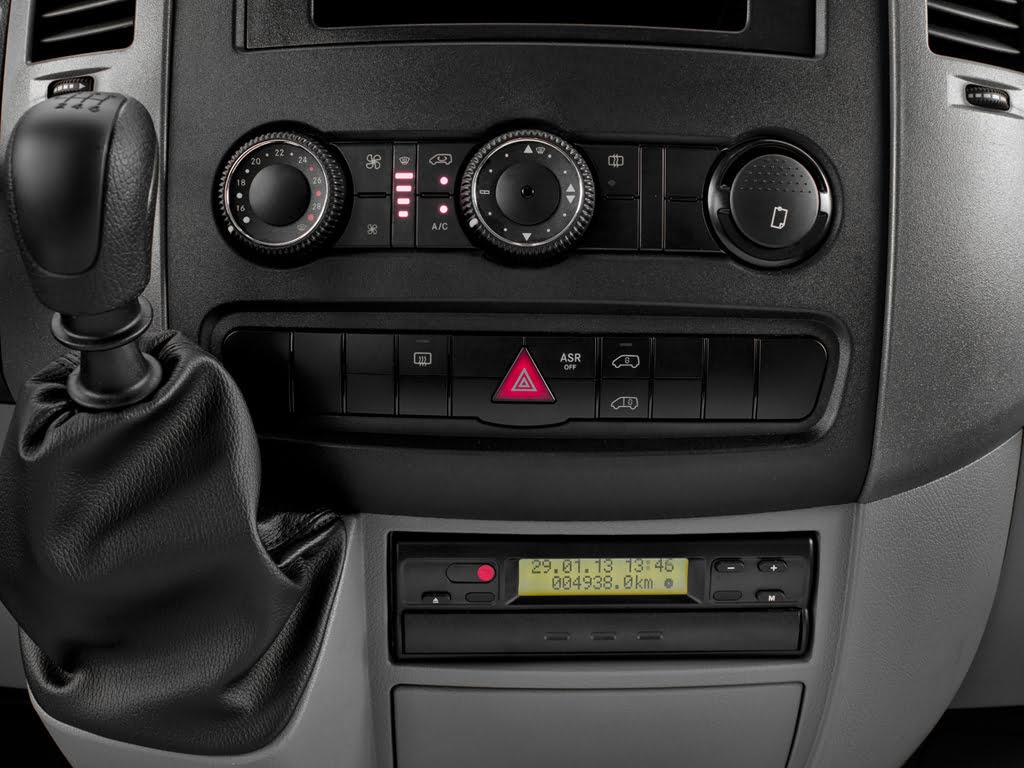 Controle do ar condicionado dianteiro e tacógrafo - Van sprinter 415